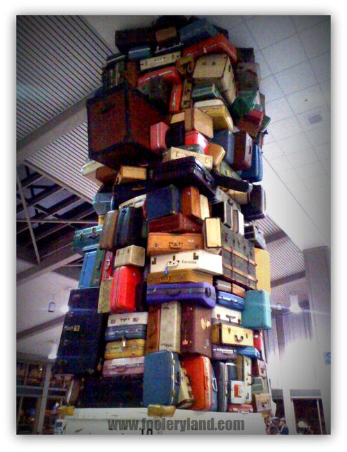 SacLuggageSculpture